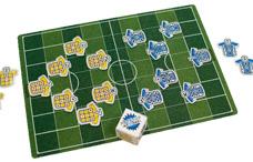 サッカーのゲーム付き下敷き(アナゲー)の写真
