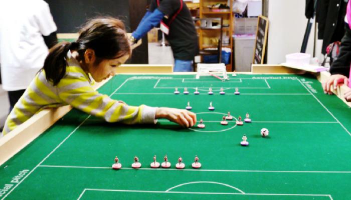 おはじきサッカー風のゲームアプリ
