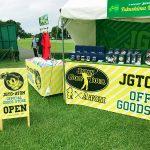 「ダンロップ・スリクソン福島オープンゴルフトーナメント」にてJGTO×ATOMグッズの販売の写真